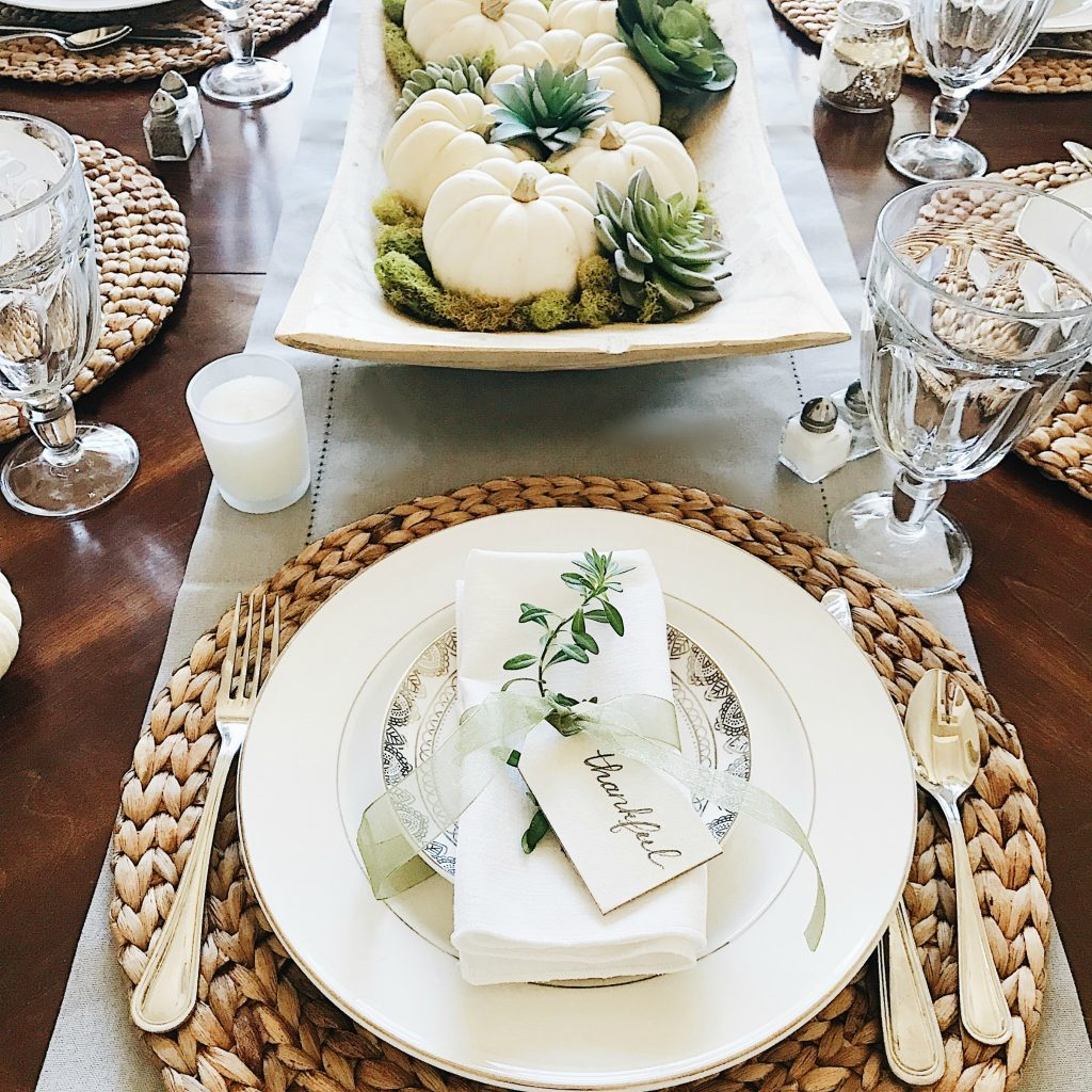16 beautifully simple thanksgiving table setting ideas - Simple christmas table settings ...